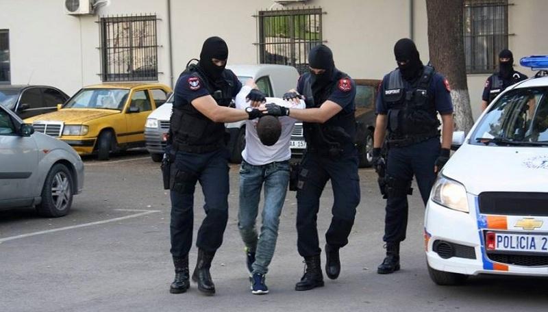 Përdhunon të renë në Tiranë, arrestohet 26-vjeçari, në pranga edhe 7 të tjerë