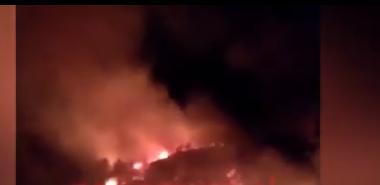 Përkeqësohet situata e zjarreve në Përmet, zjarrëfikëset përforcohen nga ushtria