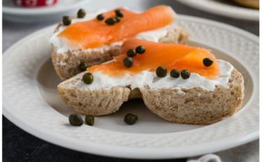 5 arsye bindëse për të ngrënë një vakt me salmon