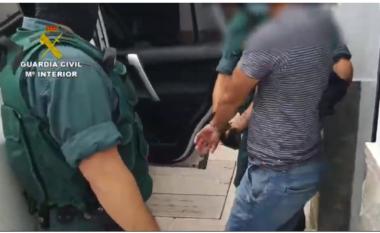 Goditet grupi shqiptaro-grek i trafikut të drogës në Spanjë, në pranga 8 persona