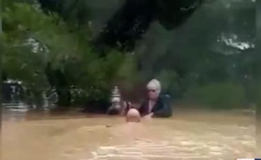 """Shqiptari """"hero"""" në Itali, i shpëton jetën italianit i cili po mbytej (VIDEO)"""