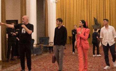"""""""Përvojë unike"""", babai i Dua Lipës reagon pas vizitës në Tiranë"""