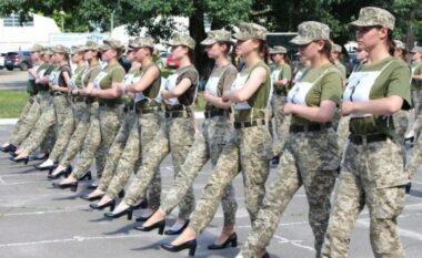 Ushtaret ukrainase me taka të larta në vend të çizmeve, nxisin reagime