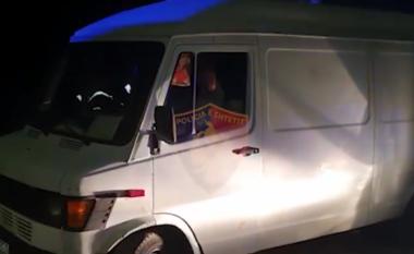 Po transportonte 12 sirianë me fugon, arrestohet 42-vjeçari në Vlorë (VIDEO)