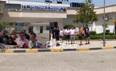 Pronarët e lokaleve në Vlorë në protestë: Nëse nuk ndryshohen masat, do të mbyllim aktivitetin