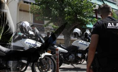 Vrasja e bashkëshortes shqiptare me thikë, nën hetim dy policët grekë