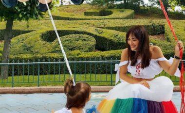 Si në përrallë, Ajka e Xhensilës dhe Besit feston ditëlindjen në Disneyland (FOTO LAJM)