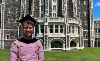 Njihuni me Arlindin, të riun që do të fillojë studimet për doktoraturë në Universitetin e Yales