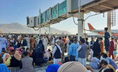 Të shtëna me armë në aeroportin e Kabulit, raportohet për 3 të vdekur