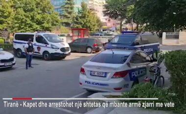 Me armë në brez brenda lokalit plot njerëz! Kapet mat 48-vjeçari në Tiranë (VIDEO)