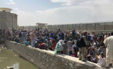 Pamje nga aeroporti i Kabulit: Shpresa e afganëve për t'u larguar nga vendi nuk është shuar (FOTO LAJM)
