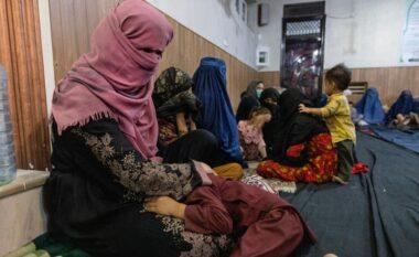 Tronditëse! Historia e nënës së 4 fëmijëvë në Afganistan: Telebanët e rrahën për vdekje