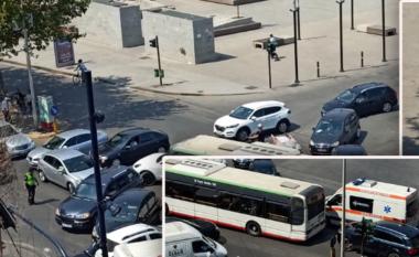 """Semaforët fikur! Kaos te bulevardi """"Zogu I"""", ambulanca ngec në trafik (VIDEO)"""