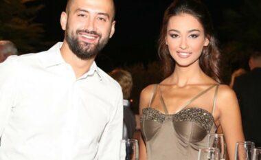 Pas ndarjes së bujshme, ish-bashkëshorti i Adrola Dushit shfaqet me partneren e re (FOTO LAJM)