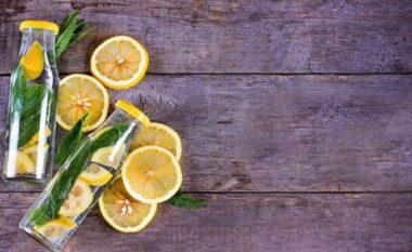 Këto janë efektet anësore të ujit me limon