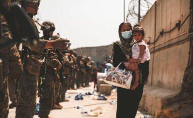 EMRI/ Ish-deputeti shqiptar jep 50 mijë euro për strehimin e afganëve (FOTO LAJM)