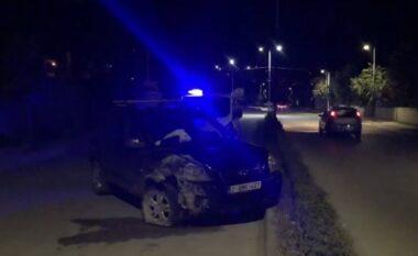 EMRI/ Shoferi i dehur në Kuçovë përplas makinën me trafik ndarësen