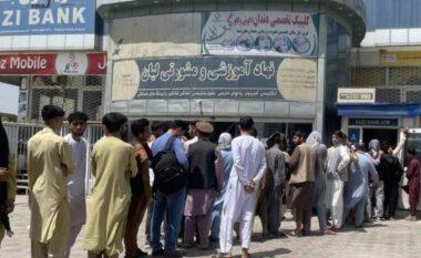 Talebanët nën presin financiar, Perëndimi ngrin fondet