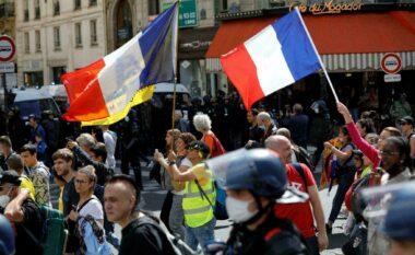 """""""Më mirë të mos paguhem sesa të vaksinohem"""", protesta masive në Francë kundër vaksinimit të detyruar (VIDEO)"""