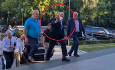 Berisha nuk heq dorë, shfaqet krah Tritan Shehut në mbledhjen e Këshillit Kombëtar të PD