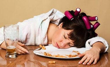 Arsyeja e pabesueshme pse na zë gjumi pasi hamë