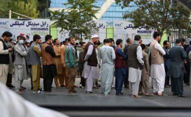 U zgjuan pa amerikanët, afganë dynden në bankomate për të tërhequr paratë