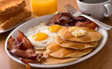 4 ushqimet më të këqija që nuk duhet të hani në mëngjes