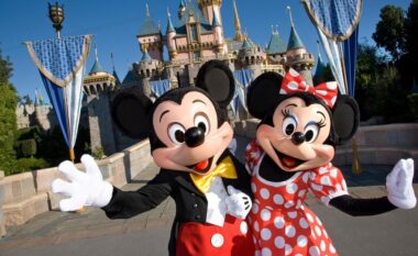 Cila është mosha perfekte për t'i çuar fëmijët në DisneyLand?