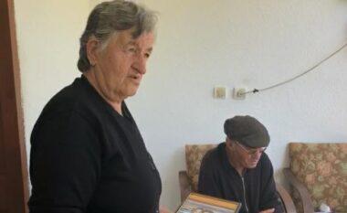 Mbesat ende në kampin e ferrit në Siri, gjyshërit nga Pogradeci apel shtetit: E ëma u zhduk, na ktheni fëmijët