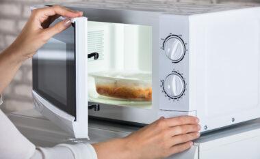 Ushqimet që nuk duhet t'i fusni kurrë në mikrovalë