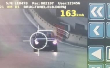 """Rrugorja me """"dorë të hekurt"""", arreston 9 shoferë, pezullon 79 patenta dhe vendos afro 2 mijë gjoba (VIDEO)"""