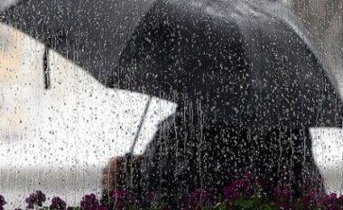 Ditëve përvëluese u erdhi fundi, ja kur priten reshje shiu