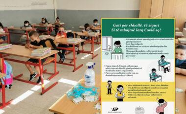 Nesër hapen shkollat! ISHP publikon udhëzimin: Mësuesit e vaksinuar, nxënësit me maska! (FOTO LAJM)
