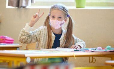 OBSH dhe UNICEF: Europa duhet t'i mbajë shkollat e hapura