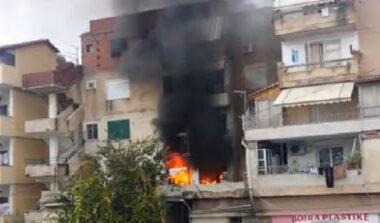 E FUNDIT/ Zjarri shkrumbon apartamentin në katin e gjashtë në Tiranë