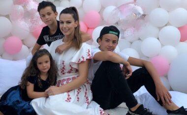 Si rrallëherë, Valbona publikon foto me fëmijët dhe ngjashmëria me të birin mori vëmendjen (FOTO LAJM)