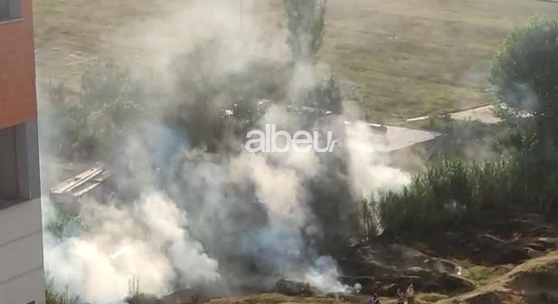 Zjarr në Yzberisht, rrezikohen banesat (VIDEO)