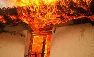 Zjarr në një banesë në Lushnjë, flakët shkrumbojnë gjithçka