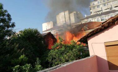 Shpërthen në flakë lokali në Elbasan (FOTO LAJM)