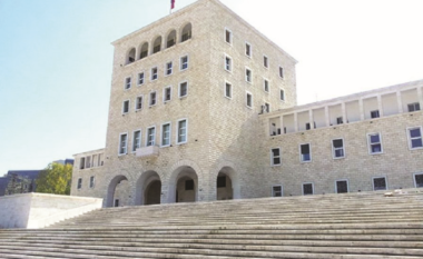 Vaksinimi i studentëve, rektorët: Duhet vendim qeverie, nuk mund t'i ndalojmë studentët