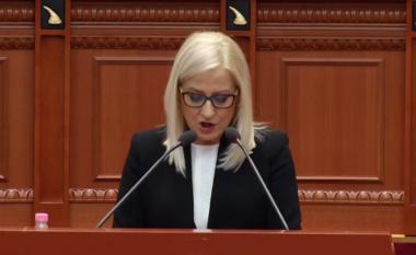 Lindita Nikolla flet për herë të parë si kryetare Kuvendi, deputetët e PD i bien tavolinave (VIDEO)