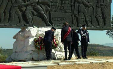 Përvjetori i luftës së Vlorës, Dritan Leli shoqërohet në homazhe nga deputeti i njohur demokrat (FOTO LAJM)