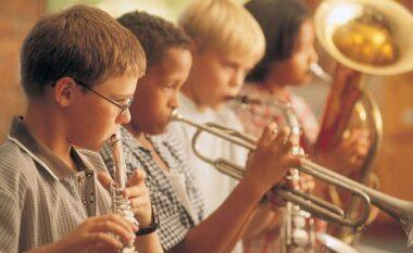 Pse është mirë që fëmijët të mësojnë një vegël muzikore?