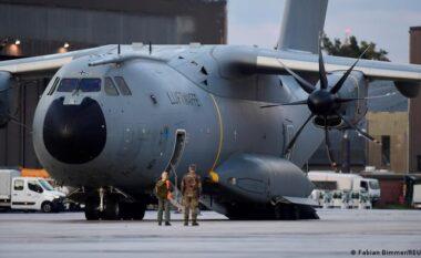 Disa kriminelë në fluturimet e evakuimit nga Kabuli