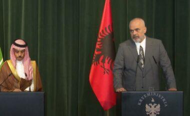 Princi Ministër i Arabisë Saudite viziton Shqipërinë, kë takoi në Tiranë dhe çfarë u diskutua (VIDEO)