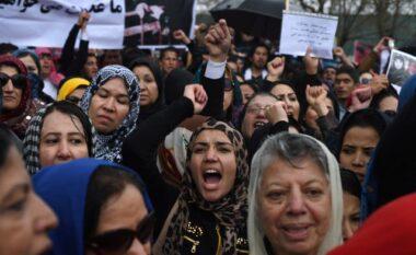 """Talebanët me """"dorë të hekurt"""", përjashtojnë vajzat nga shkollat e mesme"""