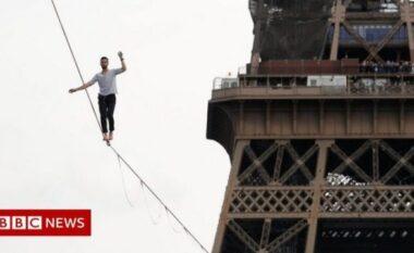 """Akrobati lë me """"zemër në dorë"""" popullin e Parisit, ecën në litarin 70 m të gjatë"""