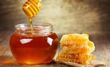 Çdo natë nga një lugë mjaltë! Zbuloni pse duhet ta bëni këtë gjë vazhdimisht përpara se të flini