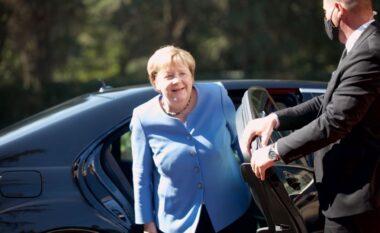 Mbërriti në Tiranë, mesazhi që fshihet pas xhaketës ngjyrë blu të kancelares Merkel