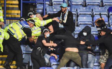 Përleshen ashpër tifozët e Leicester dhe të Napolit (VIDEO)